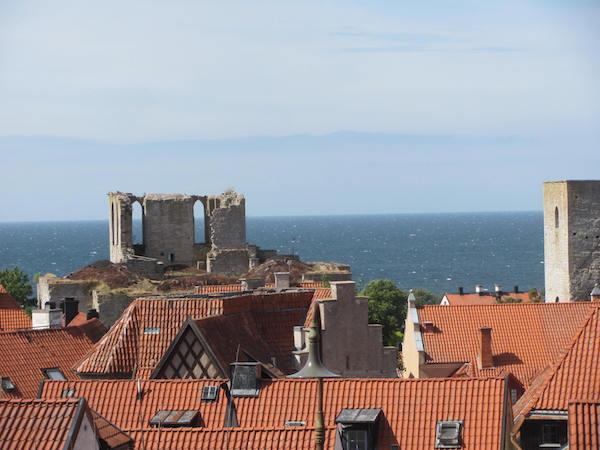 Dächer und Ruinen im Manhattan des Mittelalters: Visby auf Gotland