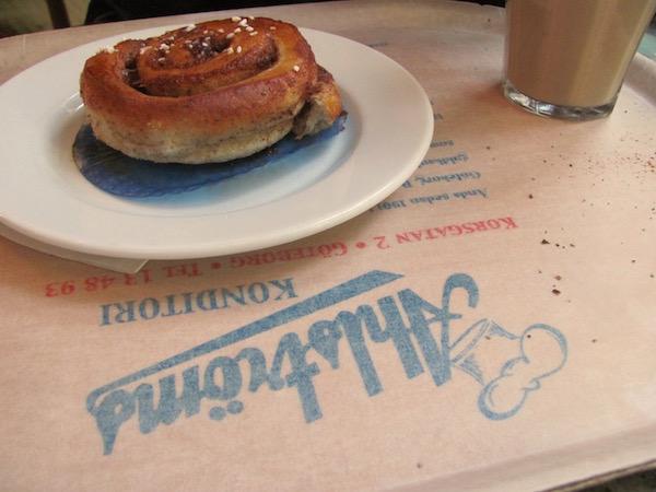 Zimtschnecke und Kaffee im Ahlströms in Göteborg