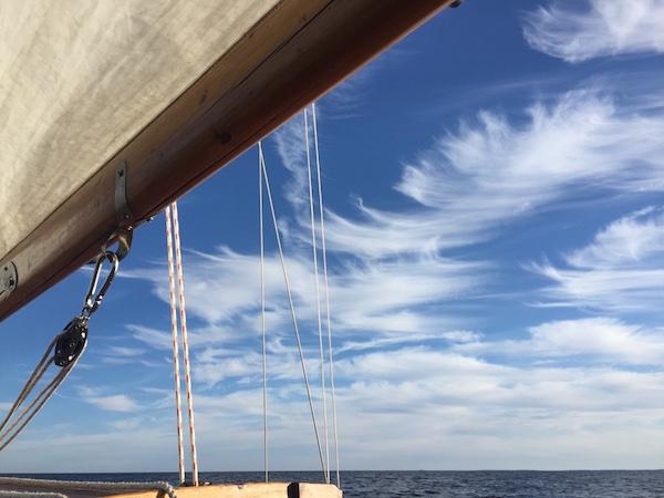 Wolken mit Windhaken