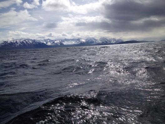 Segeln in Norwegen: Aufgewühlte See