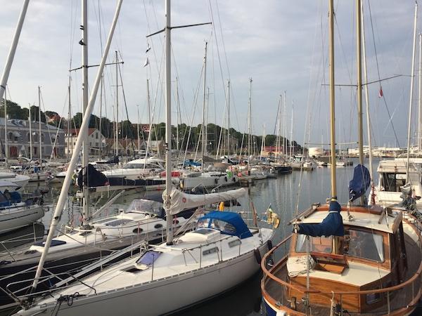 Segelboote im Hafen von Visby auf Gotland
