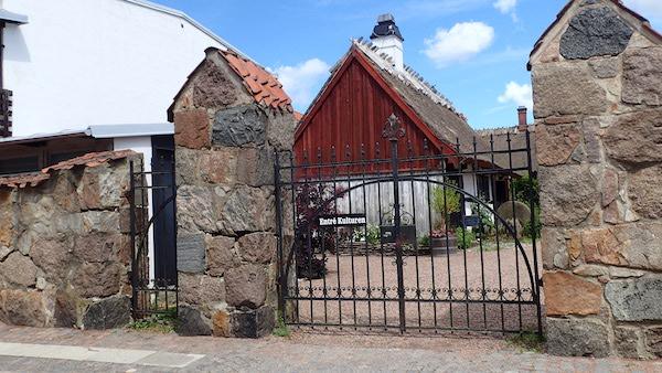 Eingangstor (Seiteneingang) zum Freilichtmuseum Kulturen in Lund, Schweden