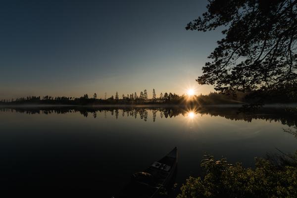 Sonnenaufgang am Svartälven, Hällefors mit Kanu