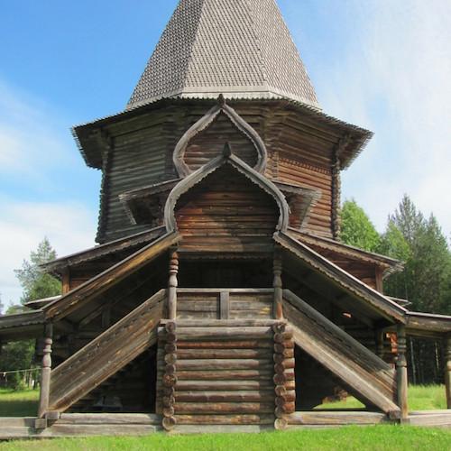 Russische Holzarchitektur im Malye Korely