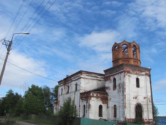 Eine Kirche in Kem. Ich dachte, sie stünde leer, aber sie wird noch genutzt!