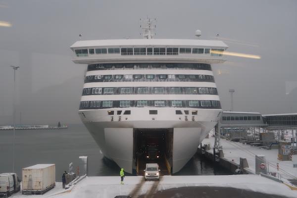 Die Victoria I von Tallink Silja beim Anlegen in Tallinn