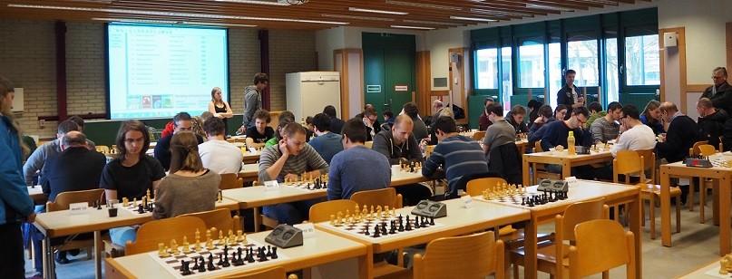 Denken im Hörsaal ist Alltag, denken im Hörsaal beim Schach allerdings nicht!                                           (Quelle: JKU-Organisationsteam/Bericht www.schach.at)