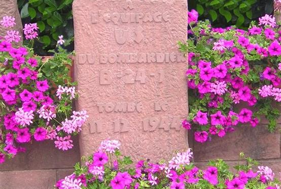 Monument en hommage aux victime du crash - Zinswiller - Sculpture de Bernard PETRY (Meisenthal)