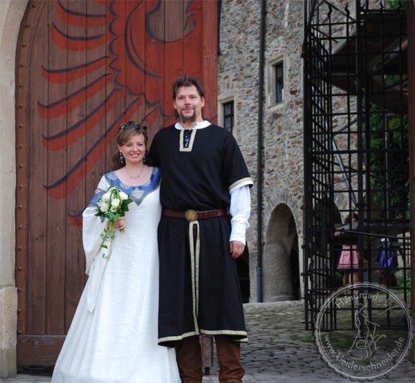 Mittelalterliche Hochzeitsgewandungen, Mittelalterkleid, Waffenrock, Houppelande