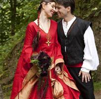Mittelalterkleid historische Gewandungen