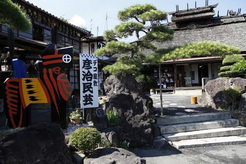 西田町のデコ屋敷