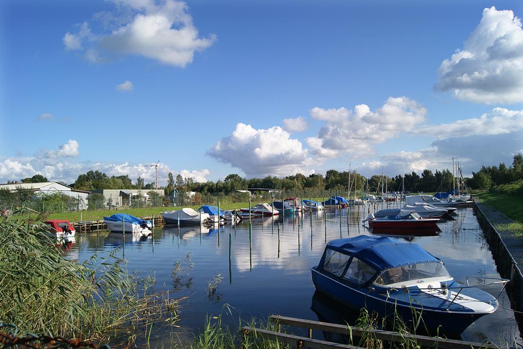Der Stichkanal - die Grenze zwischen Ladebow und Wieck