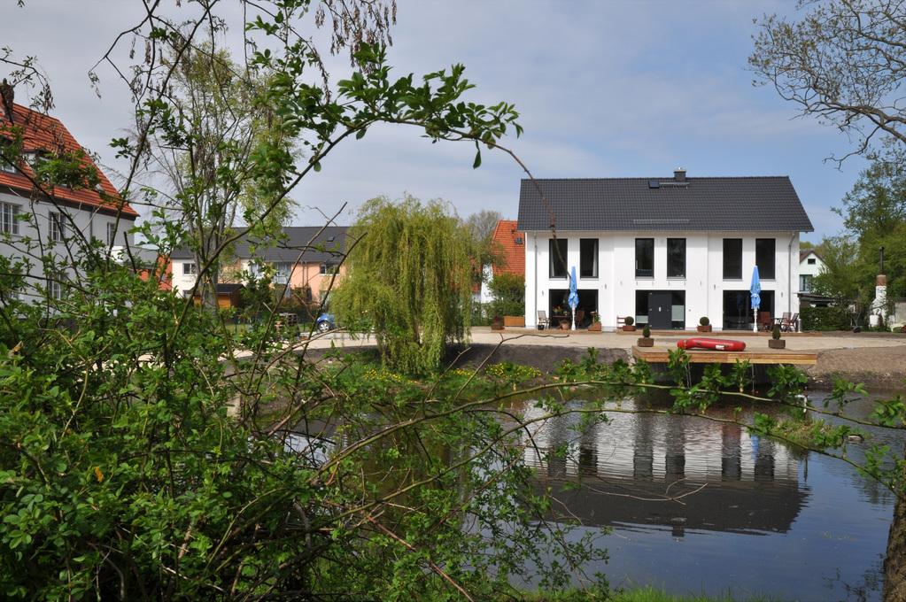 Neubau am Teich