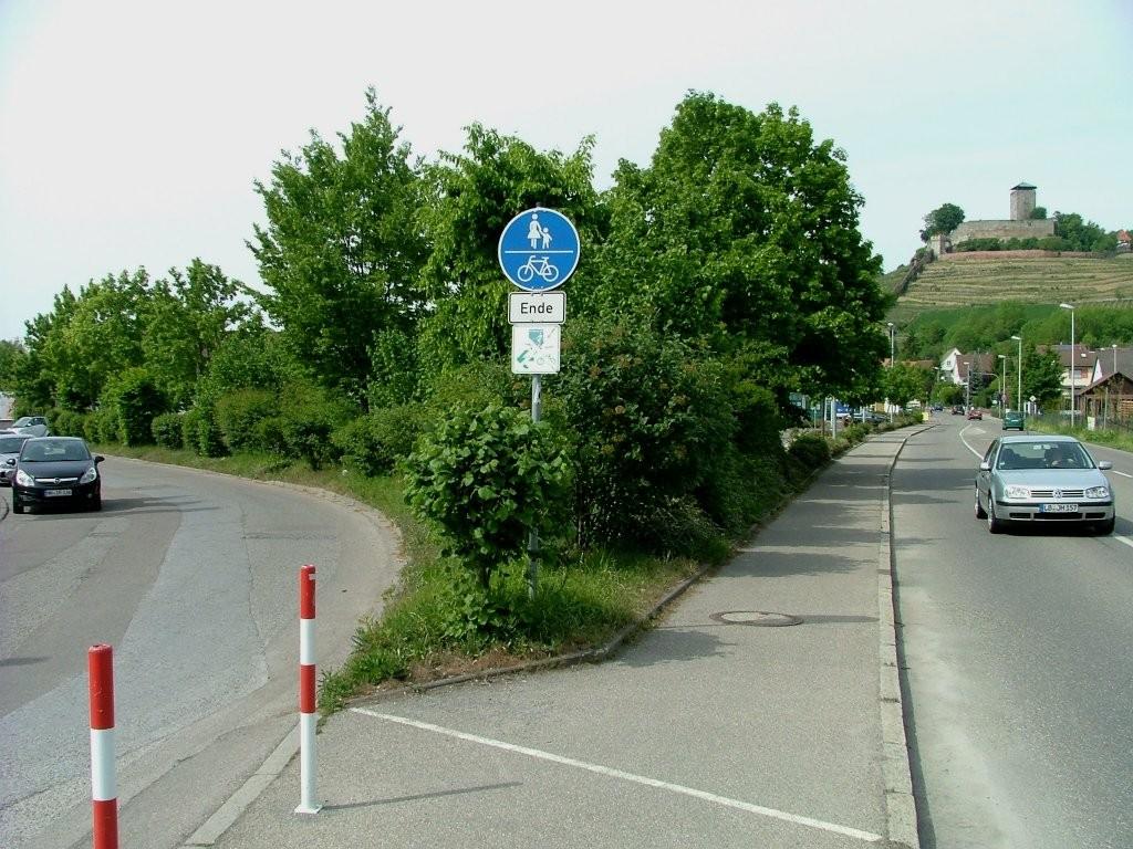 In Beilstein angekommen, geht es hier links auf dem Radweg durch das Industriegebiet.