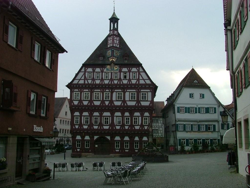 Über die Asperger Straße und die Bahmhofstraße gelangen Sie in den Ortkern von Markgröningen.