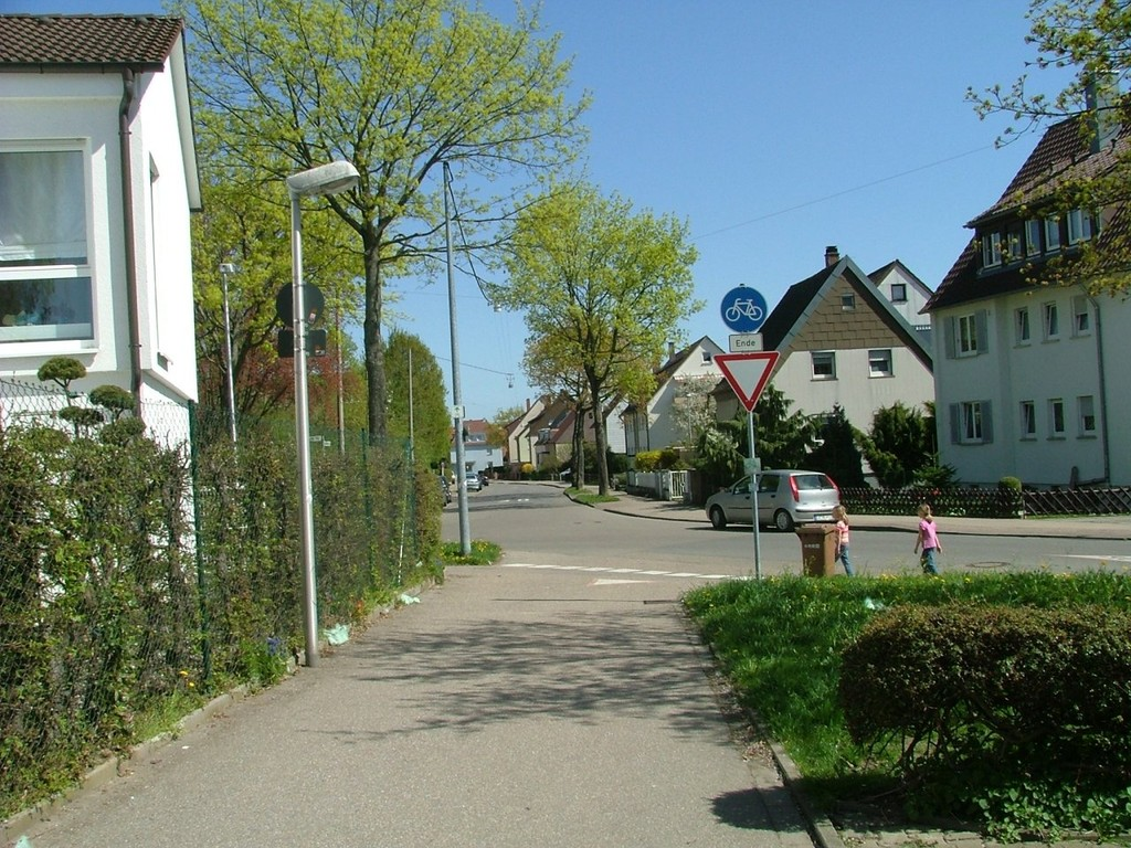 Der Radwegweg führt Sie direkt in die Ortsmitte von Oßweil.