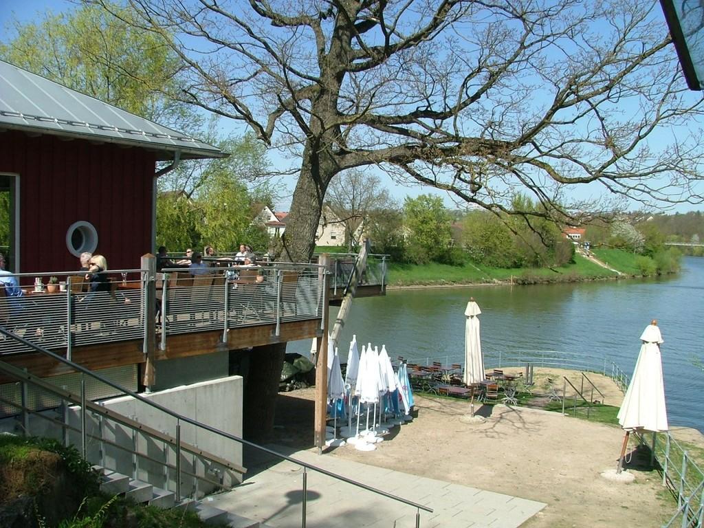 Einkehrmöglichkeit beim Bootshaus am Hechtkopf zwischen Neckar und Rems.