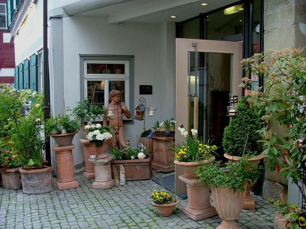 Blumengeschäft am Marktplatz.