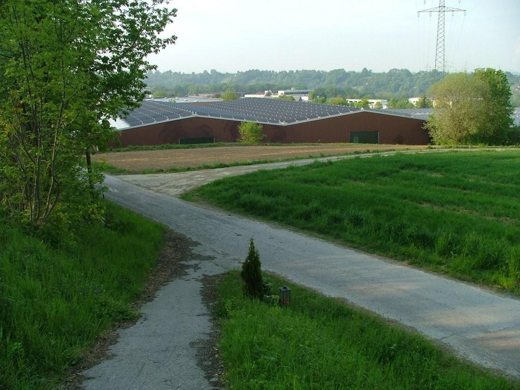 Nach der Überquerung der Landstraße fahren Sie links nach Unterriexingen hinunter.