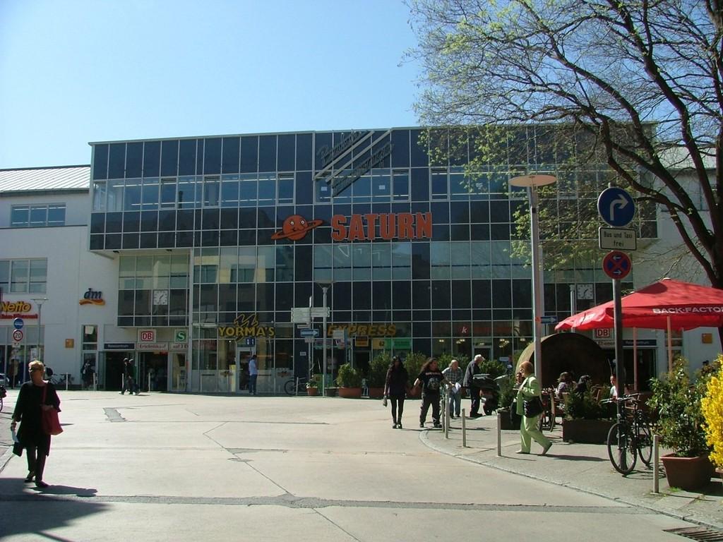 Vom Bahnhof Ludwigsburg geht es über die Myliusstraße nach rechts in die Alleenstraße.