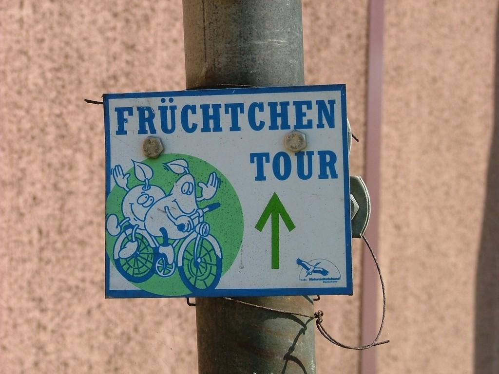 Jetzt geht es in Remseck auf der Ludwigsburger Straße geradeaus hinunter.