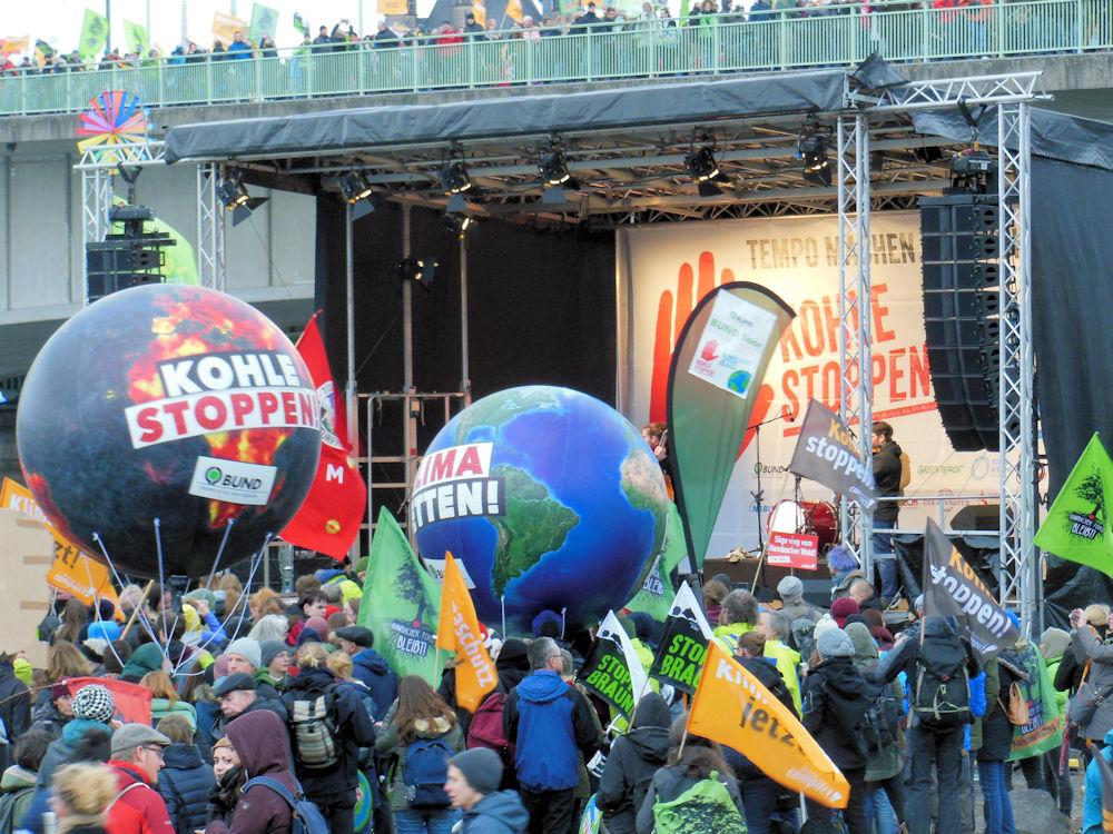 Verkohlt Welt oder blauer Planet, Foto: F. Handel