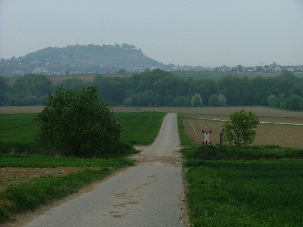 Noch vor Markgröningen biegen Sie rechts ab und fahren mit Blick auf den Hohenasperg hinunter zum Leudelsbach