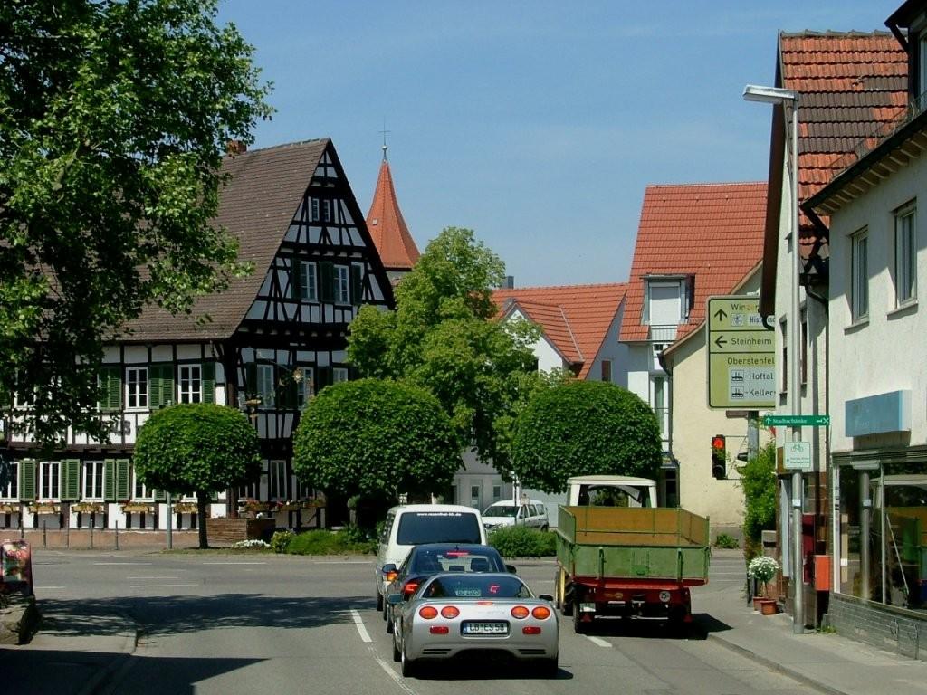 In Großbottwar gelangen Sie über die Bahnhofstraße zu dieser Kreuzung, die Sie überqueren müssen.