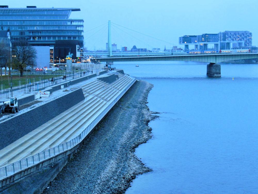 Niedrigwasser deutlich zu sehen, Foto: F. Handel