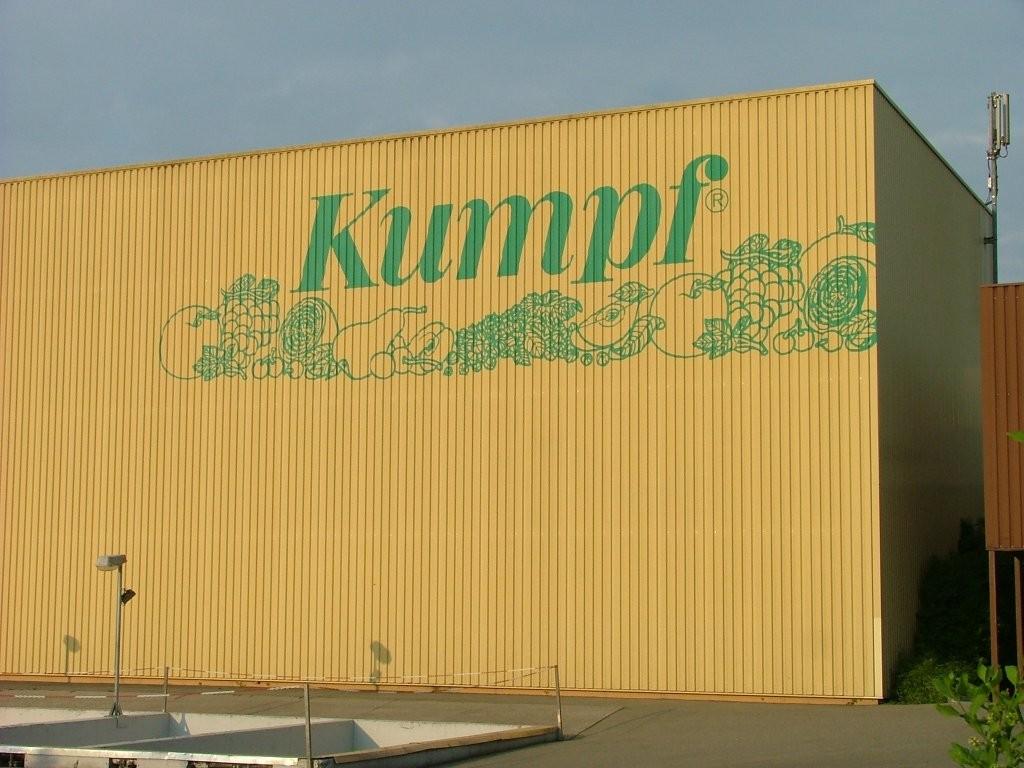 Rechts vom Radweg ist nun die Firma Kumpf zu sehen.