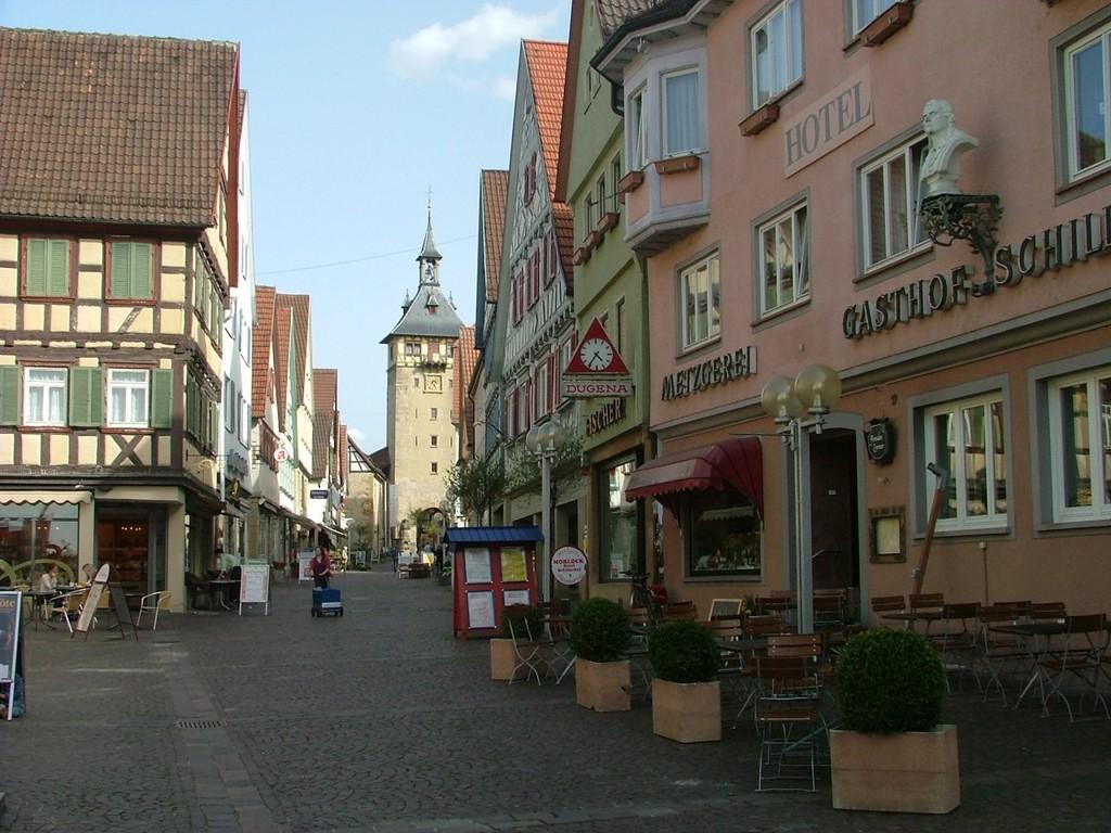 Durch Marbach führt der Weg zum Bahnhof.