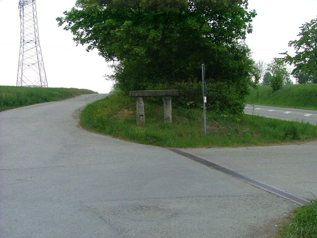 Am Ortsausgang von Markgröningen verlassen Sie die Landstraße und fahren links von ihr weiter.