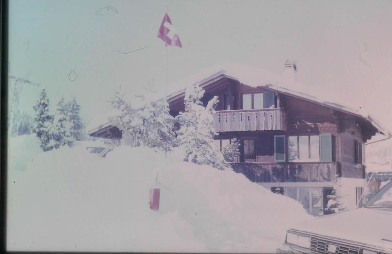 Chalet beim Skilift mit Schnee