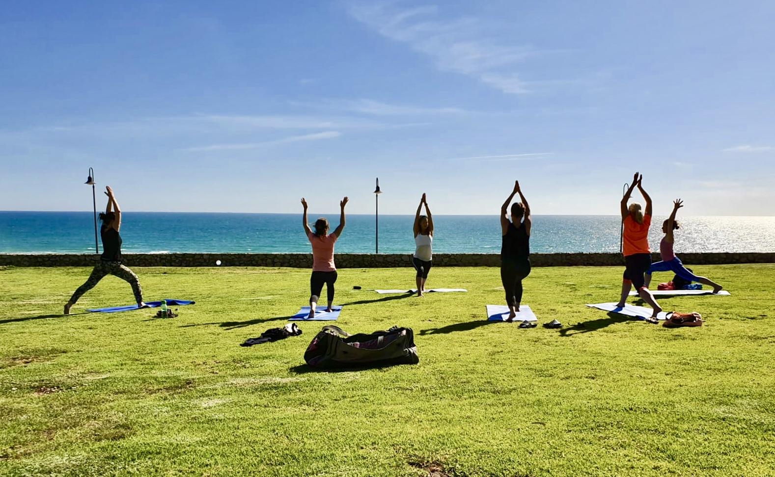 Yoga und Surfurlaub im Winter