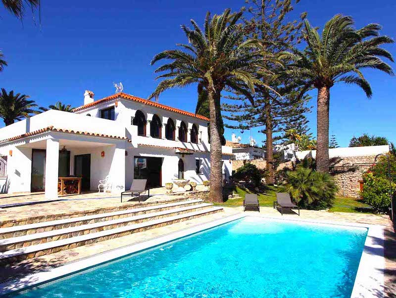 accommodation with pool Conil