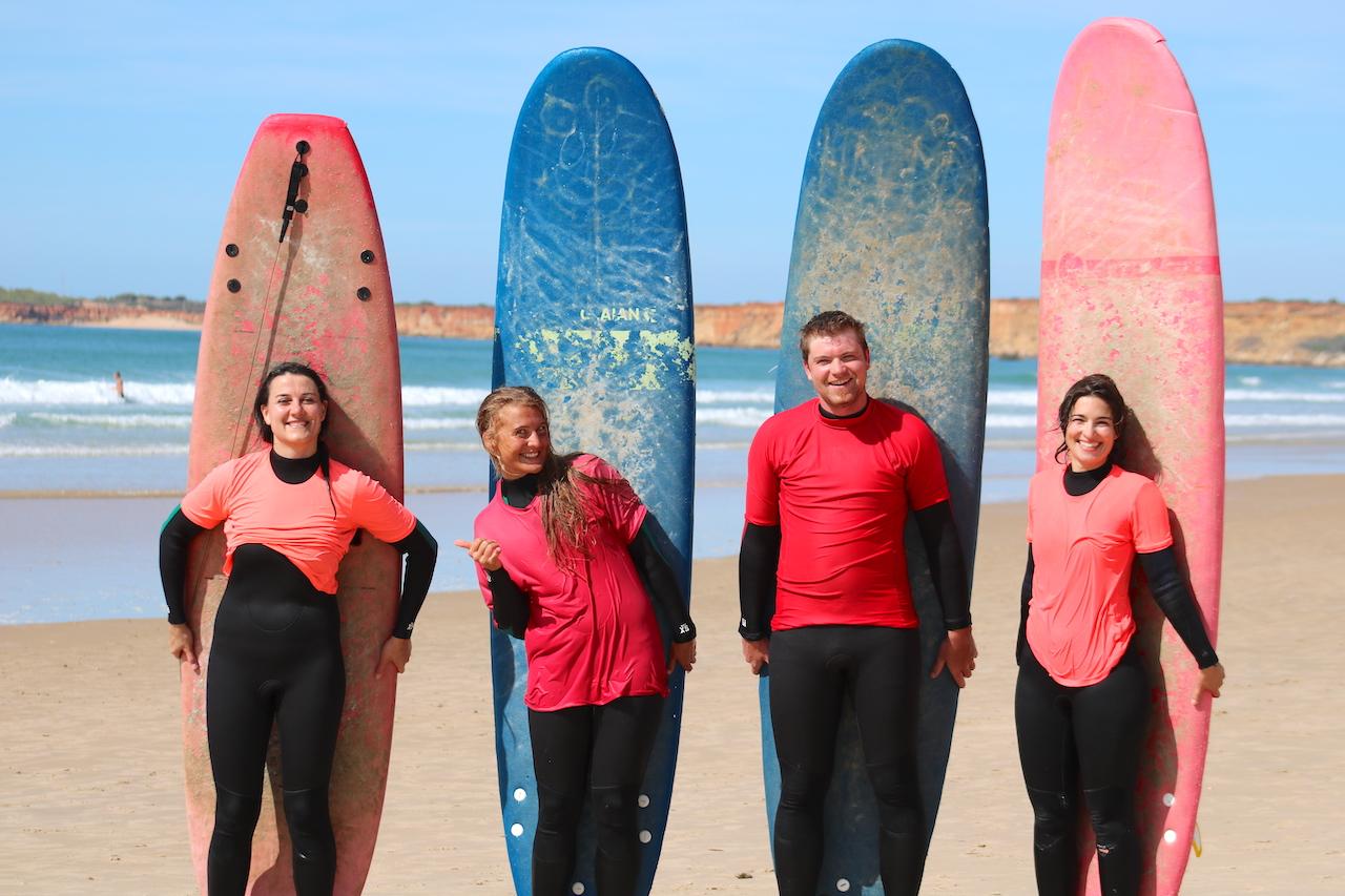 Yoga und Surfen Spanien