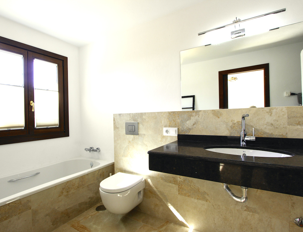 Hauptschlafzimmer mit Badewanne