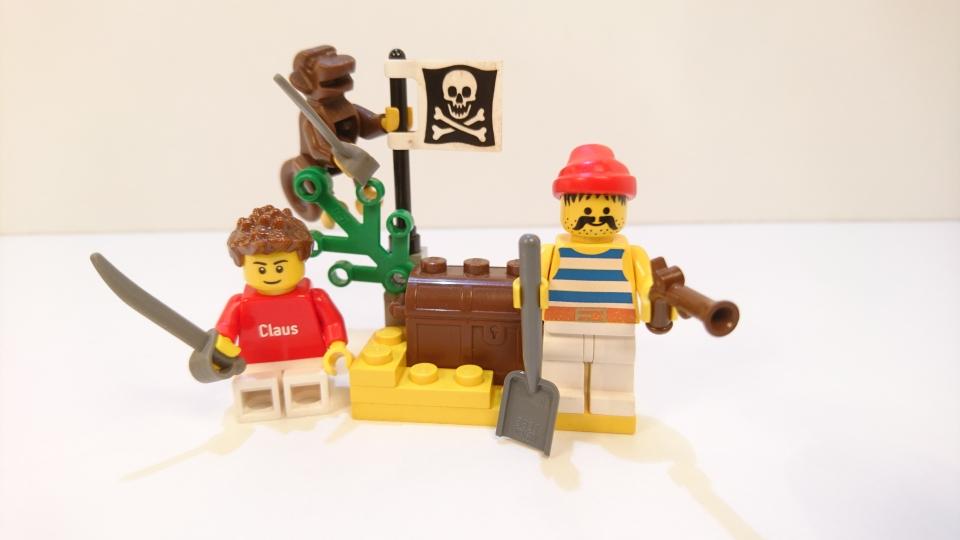 6235 - Pirat mit Schatztruhe