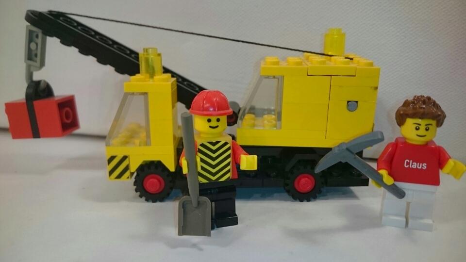 670 - Kranwagen mit Bauarbeiter