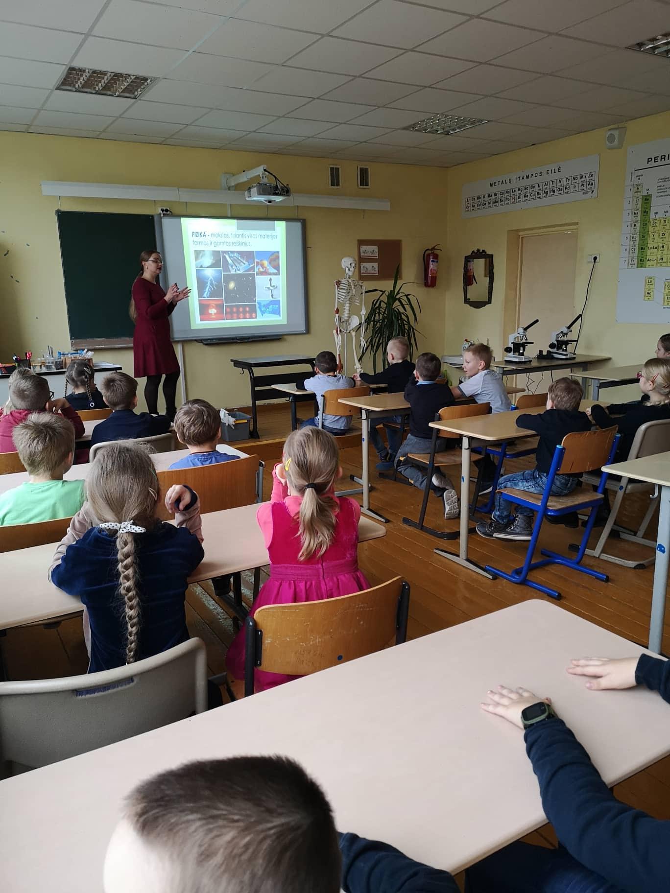 Mokytoja Virginija pristato gamtos mokslus