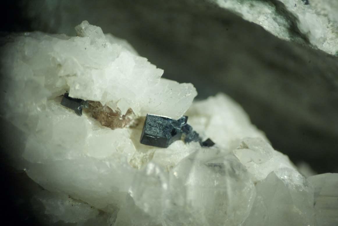 Anatase et titanite, Lauzière 10 mm