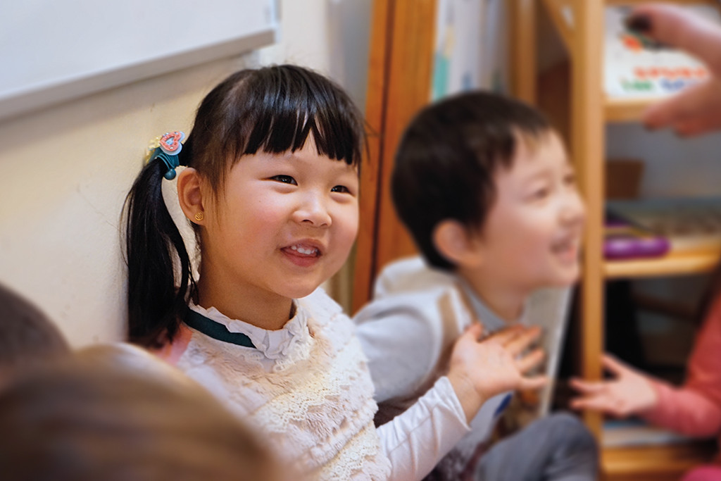 Das Erfolgsrezept ist die Kombination aus Bewegung, Musik und Vokabular aus dem Kinderalltag. Foto: Cecile Maria Lederer