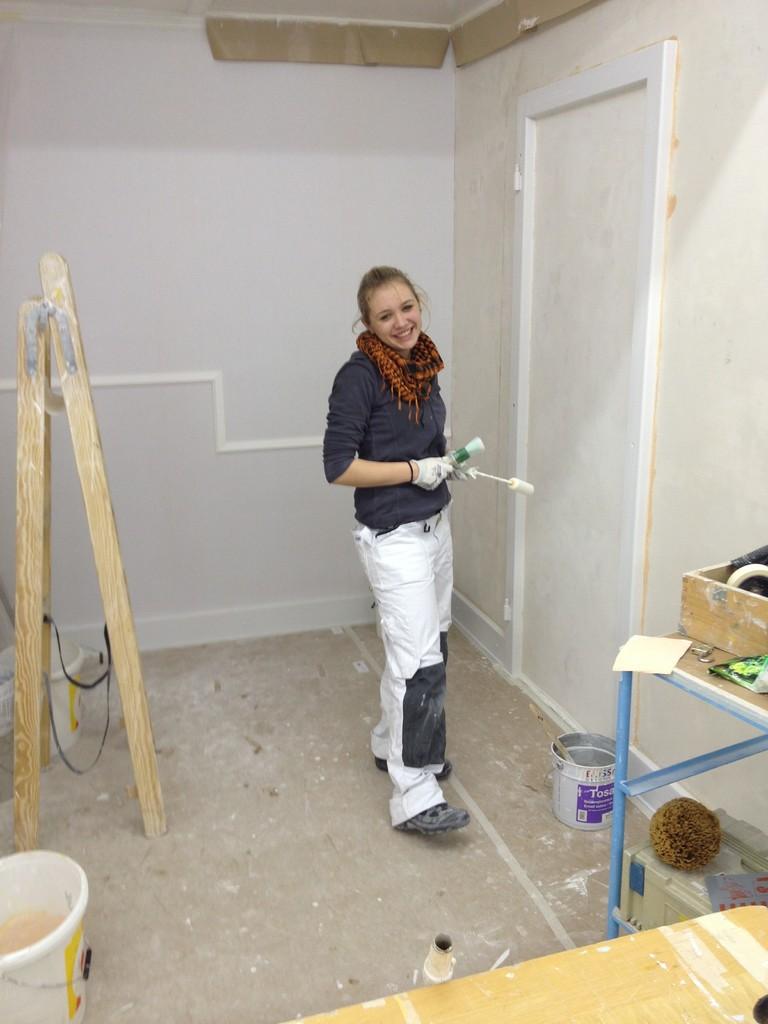 Angehende Malerin im 2. Lehrjahr