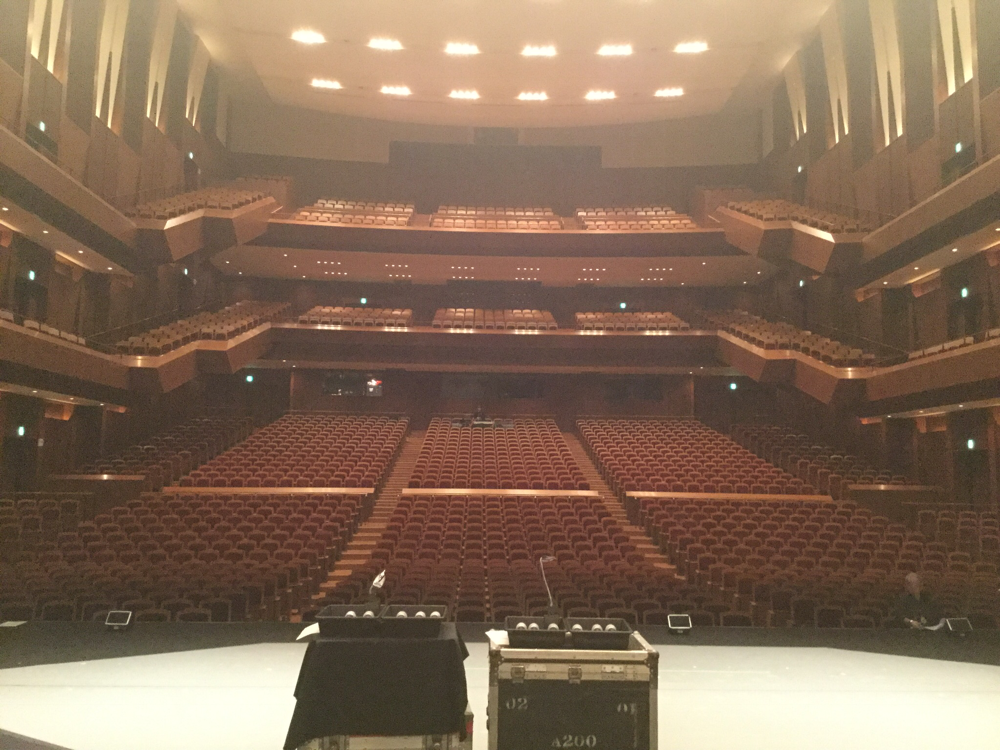 大分いいちこホール!ここはキャパ 2000人ホール!大きいぃ!!