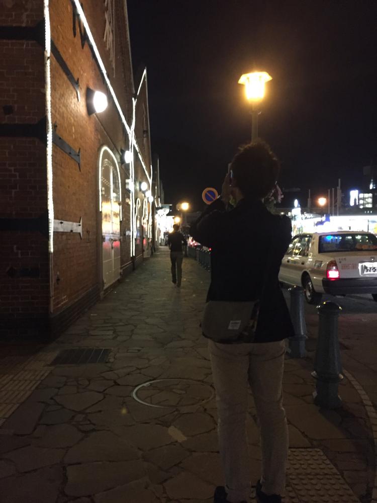 金森赤レンガ倉庫へ腹ごなしの夜散歩。ライトアップが綺麗でした!