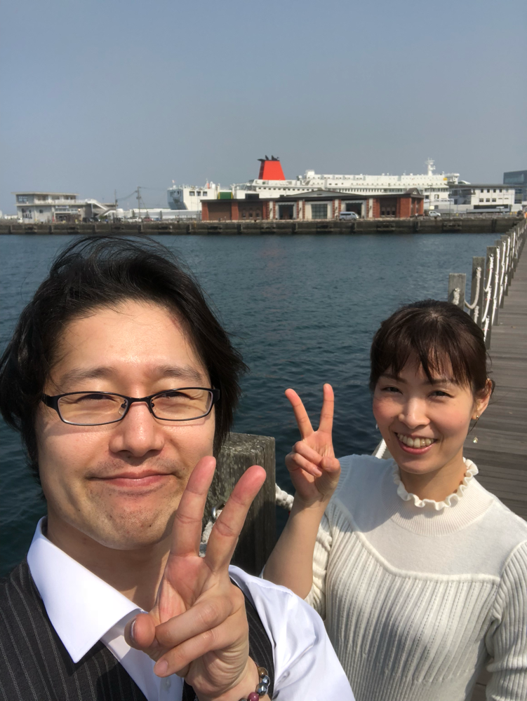 会場の裏手はすぐ海!埼玉出身者二人には潮風が心地良いのです!