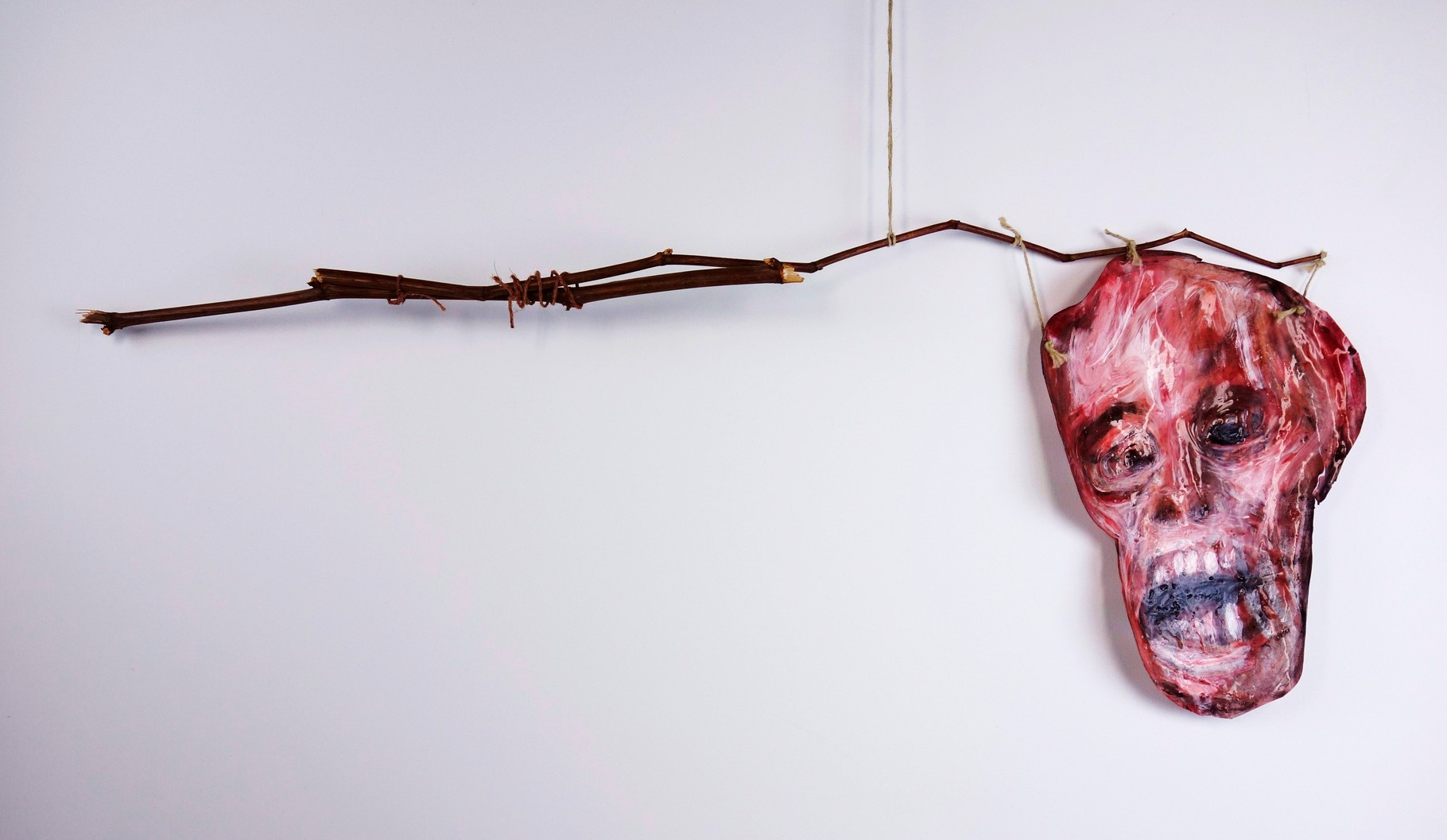 Fragiles Gleichgewicht II, 215, Holz, Silikon, Pigmente, ca. 84 x 50 cm
