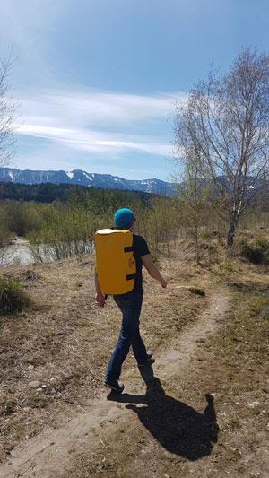 The Friendly Swede: wasserdichte Reisetasche und Sporttasche mit Rucksackfunktion