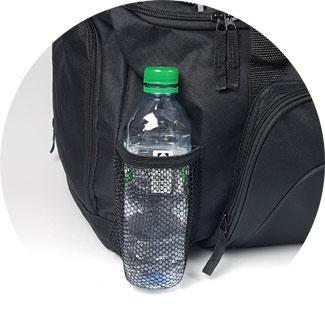 Sporttasche mit Netzfach für eine 0,5 Liter-Flasche