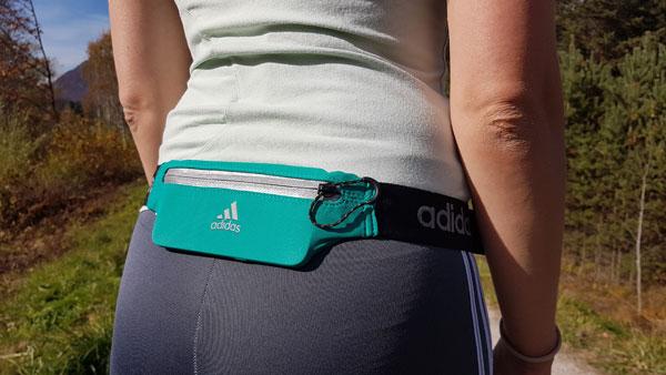 schmaler Laufgürtel von Adidas für das Allernotwendigste